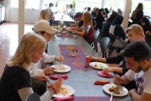 Festlig stämning på Vasagymnasiet i Arboga när det nya tillagningsköket invigdes