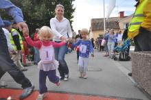 Spring för Världens barn med Sigtuna Stadslopp  - alla knattar får startnummer 1