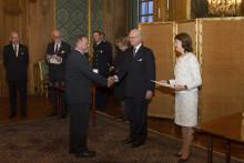 Kungen delade ut medalj till Optiker utan gränsers medgrundare John Godoy