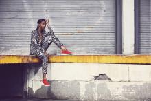Sabina Ddumba frontar Sneakers Corner för Scorett