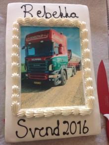 Kage og ny Scania Ecolution i svendegave