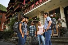 """Schäfchen zählen mit dem Hotelier: """"Typically Swiss Hotels"""" und weitere neue Hotelbroschüren"""