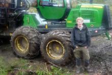 Gymnasieelever utbildas i EcoDriving med skogsmaskiner