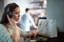 Amazon Alexa für drahtlosen Noise Cancelling Kopfhörer WH-1000XM3 von Sony