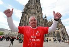 Trotz Atemwegserkrankung schafft Josef Brandl die Dombesteigung in Köln
