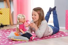 Klassisk dukke er stadig barnas favoritt