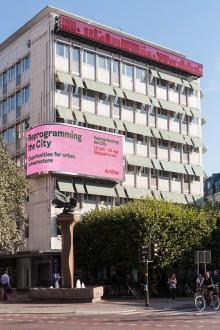 ArkDes hackar Stureplan: Visar medborgarförslag på bästa reklamplats