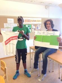 Stolta elever visar upp sina hållbara verk