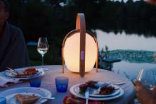 Lampa med trådlös högtalare – sommarens stämningshöjare!