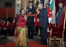 Hand in Hand tar emot pris av Indiens president