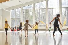 """""""För vi klarar oss inte utan dansen!"""" Den sjätte Dans i skolan-biennalen samlade deltagare från hela landet"""