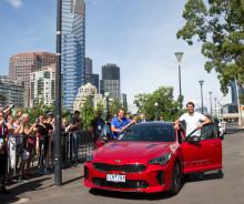 Rafael Nadal och Lleyton Hewitt överlämnar officiella Kia-bilar i Australian Open