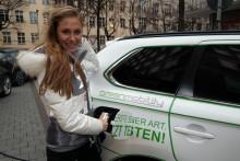 Model Alena Gerber: Genuss ohne Reue im Mitsubishi Plug-in Hybrid Outlander