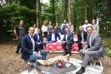 Wirtschaftsnews: Sparkasse Neuss fördert zusammen mit der NRW.Bank elf luxuriöse Baumhäuser an der Neusser Skihalle
