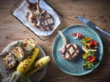 Svinekoteletter med grillet paprika og squashsalsa