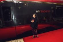 """Hyllningsevent när Miriam Bryant döpte MTR Express sista tåg till """"Miriam"""""""