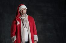 Kjell Bergqvist lackar ur på årets julklapp