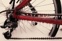 Fler än var tredje cyklar vidare under vinterhalvåret – men få byter däck