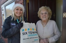 400 vulnerable social housing tenants receive winter warmer packs