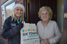 400 vulnerable social housing tenants receive winter warmer packs