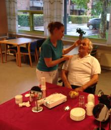 L'Oréal skaber en skøn dag på plejehjemmet