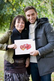 Måns Zelmerlöw och Eva Funck hjälper hjärtsjuka barn