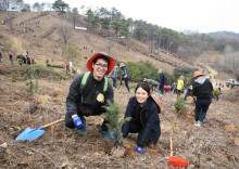 Newlyweds Plant Trees for Fresh Air