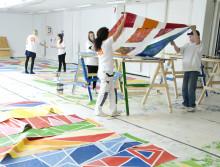 Pressinbjudan: Arbetslösa ungdomar uppmärksammar hantverksyrken genom att måla 130 m2 stora affischer