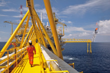 Tailor-made solution for oil rig move and yard stay