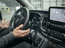 Ford Transit: Stressfreie Ein- und Ausparkmanöver dank aktivem Park-Assistenten
