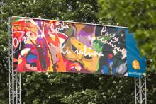 Sätt färg på Göteborg bjuder in allmänheten att måla markmålningar inför Hammarkullekarnevalen