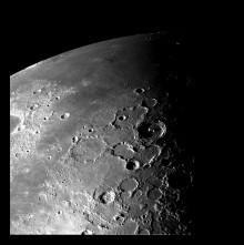 Jättemeteoriter bildade mineral på månen
