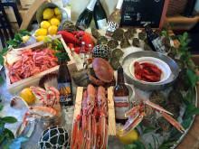 Kulinarisk akademi fick smaka skaldjur och bröllopstårta