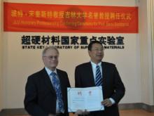 Umeåfysiker hedersprofessor vid kinesiskt universitet