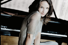Göteborgs Symfoniker gästar Vara tillsammans med pianisten Hélène Grimaud