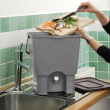 Komposthink bokashi omvandlar matrester till jordförbättring och växtnäring!