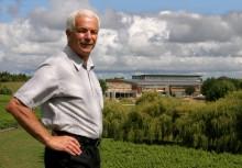 Sir George Fistonich firar 50-årsjubilum med boksläpp