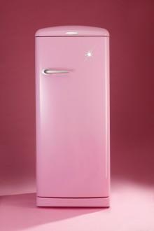 Gorenje støtter kampen mot kreft med rosa retrokjøleskap