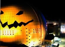 Tør du se Globen forvandlet til et gresskar? Suicide Rescue var med og bestige Globen!