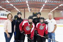 En hockeycamp för tjejer som visar vägen