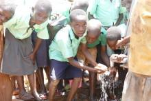 Headon klipper för Barnfonden - skänker alla intäkter den 26 maj till rent vatten