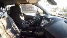 A Ford egy fényjelzés-alapú vizuális nyelvet tesztel, aminek segítségével az önvezető autók kommunikálhatnak a gyalogosokkal
