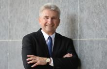 Wirtschafts- und Digitalminister Pinkwart schließt Grundschule an Deutsche Glasfaser-Netz an