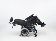 Vår nya, mycket manövrerbara och kompakta manuella rullstol: Invacare Rea Dahlia