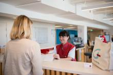 Nu kan engelskspråkiga ge blod i Stockholm