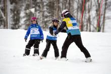 Över 1 000 barn får en dag på snö i Hammarbybacken