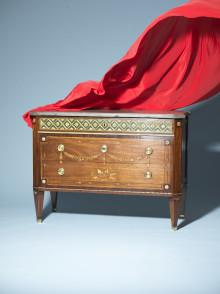Premiärvisning - Grand Antiques drar bort det röda skynket