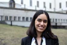 """Lärarvikarien och studenten Tannaz Hassanzadeh 19 år (Göteborg) får priset """"Årets Språkprofil"""" för sina insatser inom skola"""