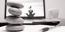 Vårdmottagningar i Sverige visar yoga- och träningsfilmer i väntrummen
