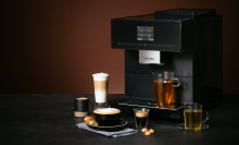 Ny kaffemaskin från Miele med behållare för tre olika sorters kaffebönor